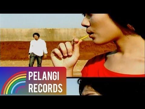 Caffeine - Yang Tak Pernah (Official Music Video)