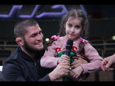 Самой юной фанатке Нурмагомедова по праву достались подарки из рук ее кумира