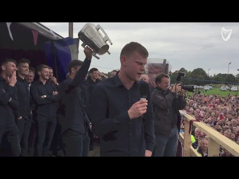 WATCH: Galway hurlers receive heroes welcome with spine tingling rendition of 'The West's Awake'