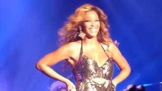 Beyoncé - Irreplaceable Fãs cantam