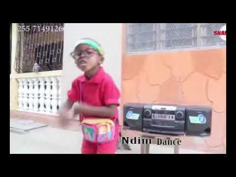 Mtoto mwenye kipaji cha music aonyesha uwezo wake