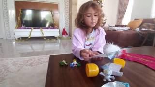 Новый Год😄Подарки от деда Мороза.Видео для детей Игра для детей.(Привет,меня зовут Элиф. Мне 4 года. Я очень люблю гулять,посещать новые интересные места,играть. На моем кана..., 2017-01-03T15:00:03.000Z)