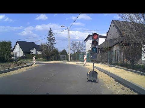 """Klasyka polskich dróg - """"po co będę stał na czerwonym - i tak muszą wszystkich puścić co już wjechali"""". A potem kierowcy z naprzeciwka się """"odwdzięczają"""" tym samym, bo kiedy mieli zielone, to musieli czekać aż przejadą wszyscy kierowcy, którzy wjechali na zwężenie już na czerwonym."""