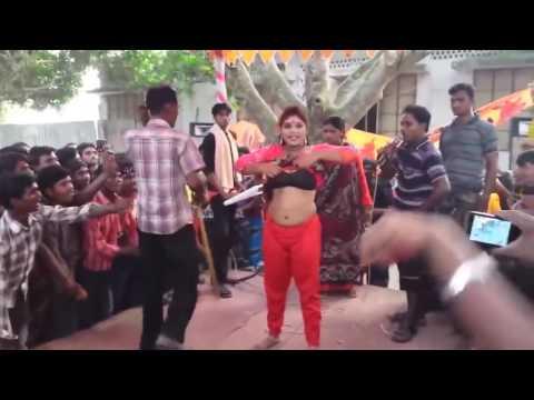 Very Dirty Ganda Sexy Dance In Bhojpuri Live Larki Ne Utaare Apne Kapre Stage Par HD 2017