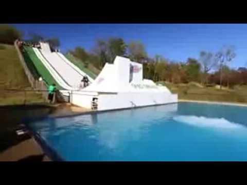 Super toboggan geant gag youtube for Achat toboggan gonflable piscine