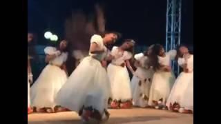 رقص بنات على شيله ايه انا كويتي واحب السعودية ياحبي لك يا السعودية?(1)