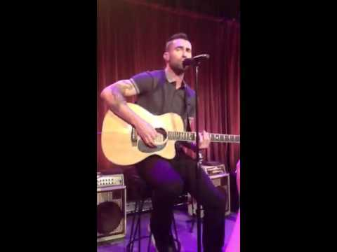 Adam Levine: moves like jagger