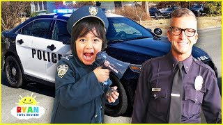 Ryan visits real Police Officers and learn about everyday Heroes!!!