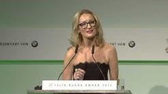 Monika Gruber hält eine Laudatio beim Felix Burda Award 2015