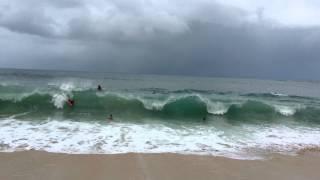 Tchockozzo no Hawaii 2013 - Parte 50 (Ondas grandes até mesmo as da beira da praia)