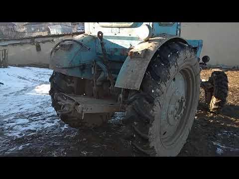 Трактор Т-40 АМ проверяет тормозную систему
