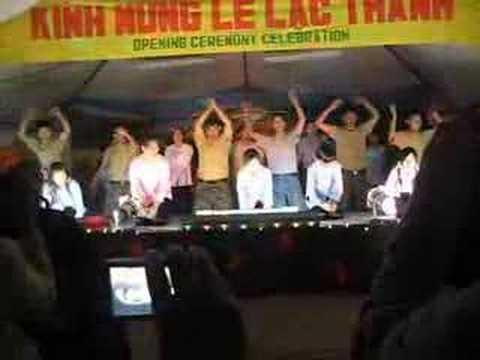 Phap Quang Doan Nguoi Lu Thu Performance at New Me...