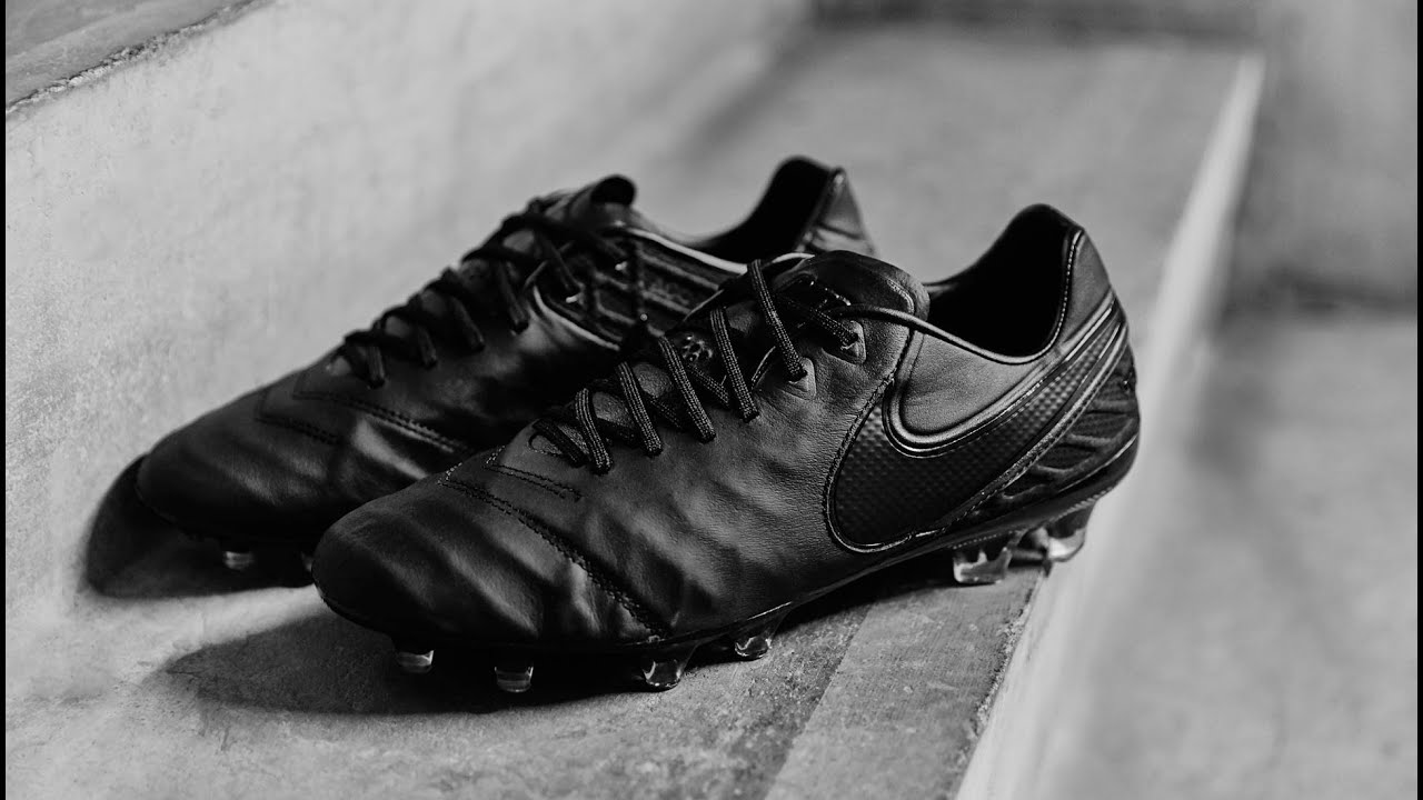 football boots nike tiempo 6 with black color