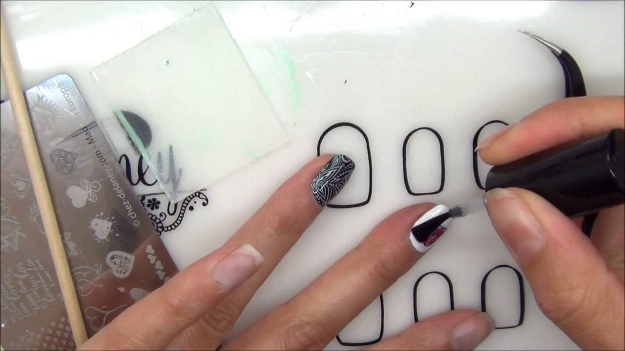 stamping nail art inverse simple sur tapis silicone delaney