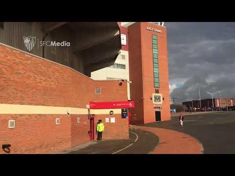 Acceso afición sevillista en Old Trafford