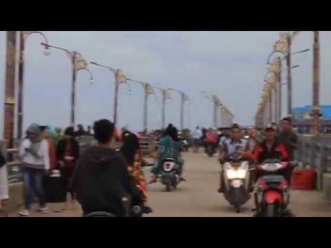 Jalan-jalan di Pelabuhan Water Front City di Kota Kuala Tungkal Tahun 2015 (04)