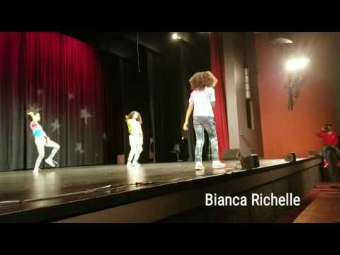 Bianca Richelle performing live in San Francisco