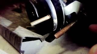 Как выкрутить гайку штока на стойке амортизатора без специальных инструментов и газовых ключей