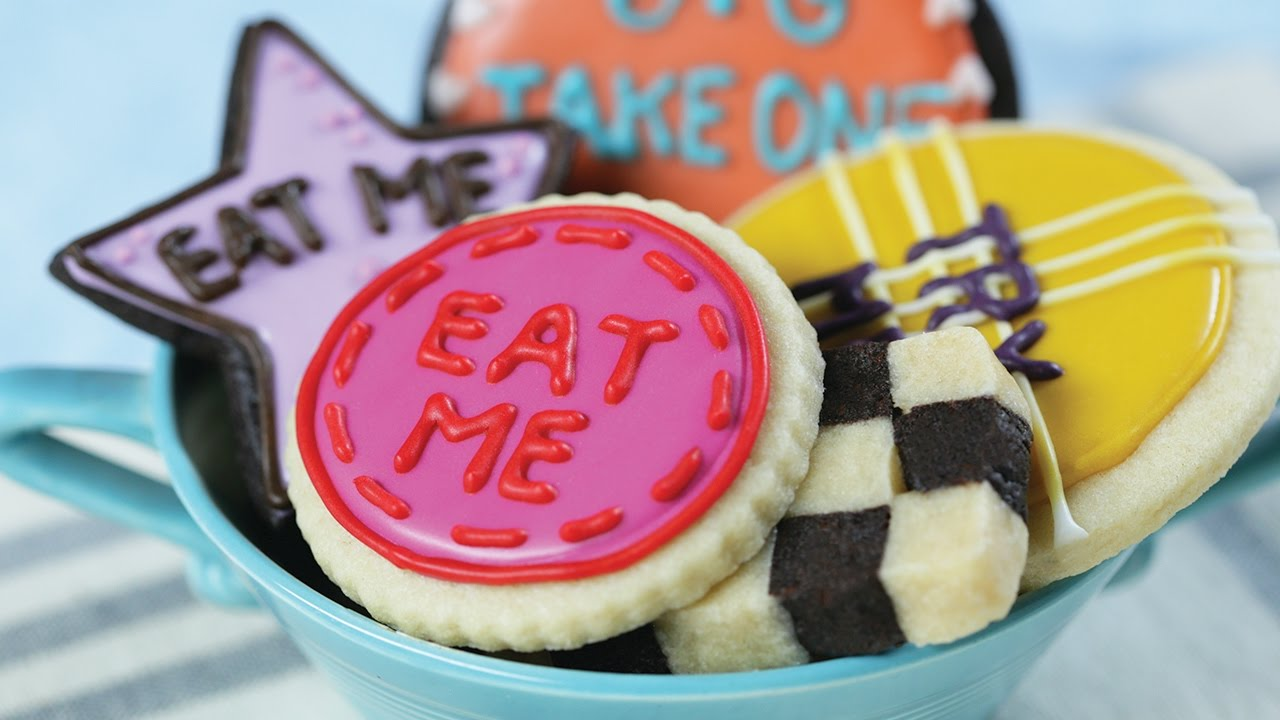 ALICE IN WONDERLAND 'EAT ME' COOKIES - NERDY NUMMIES - YouTube | 1280 x 720 jpeg 96kB