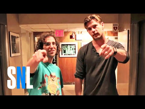 Extreme Skateboarding with Chris Hemsworth and Kyle Mooney -  SNL