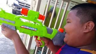A1 170361 สงกรานต์ปีนี้ ปืนฉีดน้ำมีกันหรือยัง ปืนใหญ่ 80 บาท