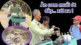 Hai vợ chồng già bán xi rô đá bào hàng ngày chỉ ăn cháo với muối ớt