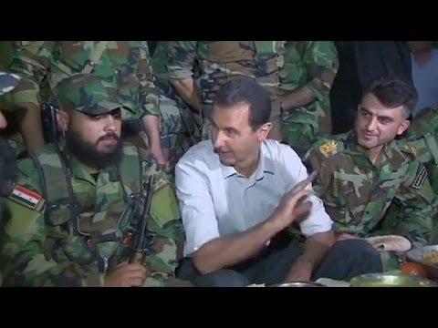 Beşar Esad ön cephede askerlerle bir araya geldi