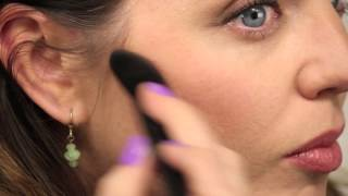 Back to Basics: How to Apply Blusher Thumbnail