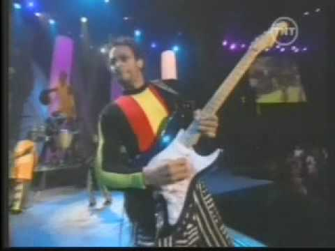 Wayne Linsey plays with Earth Wind & Fire