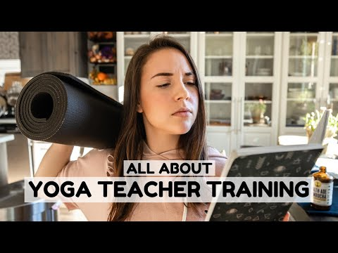 Everything You Need To Know About Yoga Teacher Training 🧘🏻‍♀️