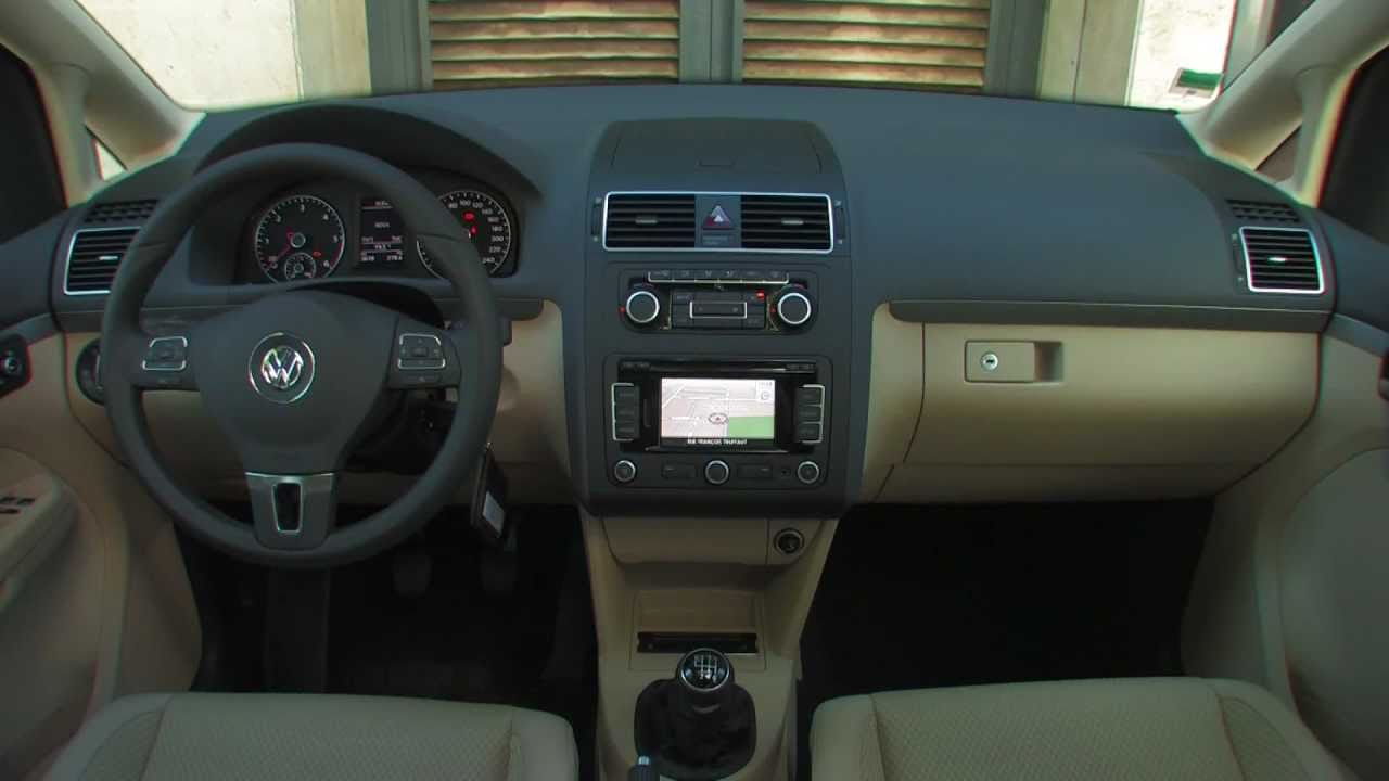 Essai volkswagen touran tdi 105 confortline 2011 youtube for Touran interieur 7 places