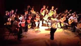 """Orchestre de guitares joue """"Festival de Paris"""" de Roland Dyens, Xème Festival de Guitare de Paris"""
