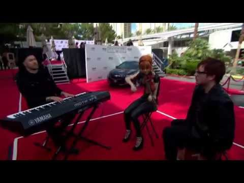Lindsey Stirling Performs Beyond The Veil at the Billboard Music Awards 2014 (HD)