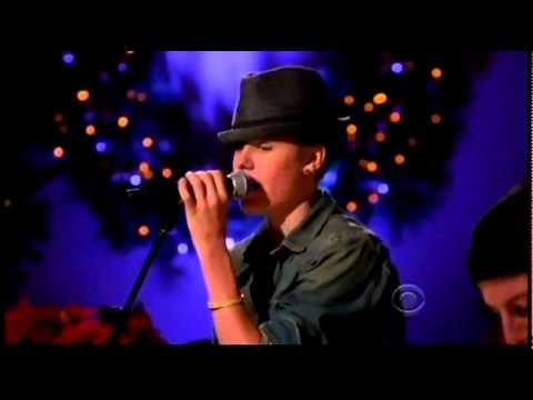 Justin Bieber - Mistletoe (Live On A Home For Holidays 2011)