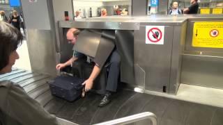 Video Hi-tech baggage claim at Prague international airport download MP3, 3GP, MP4, WEBM, AVI, FLV Agustus 2018
