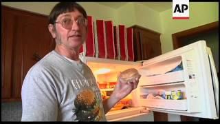 Man eats 25,000th hamburger, 39 years after consuming his first