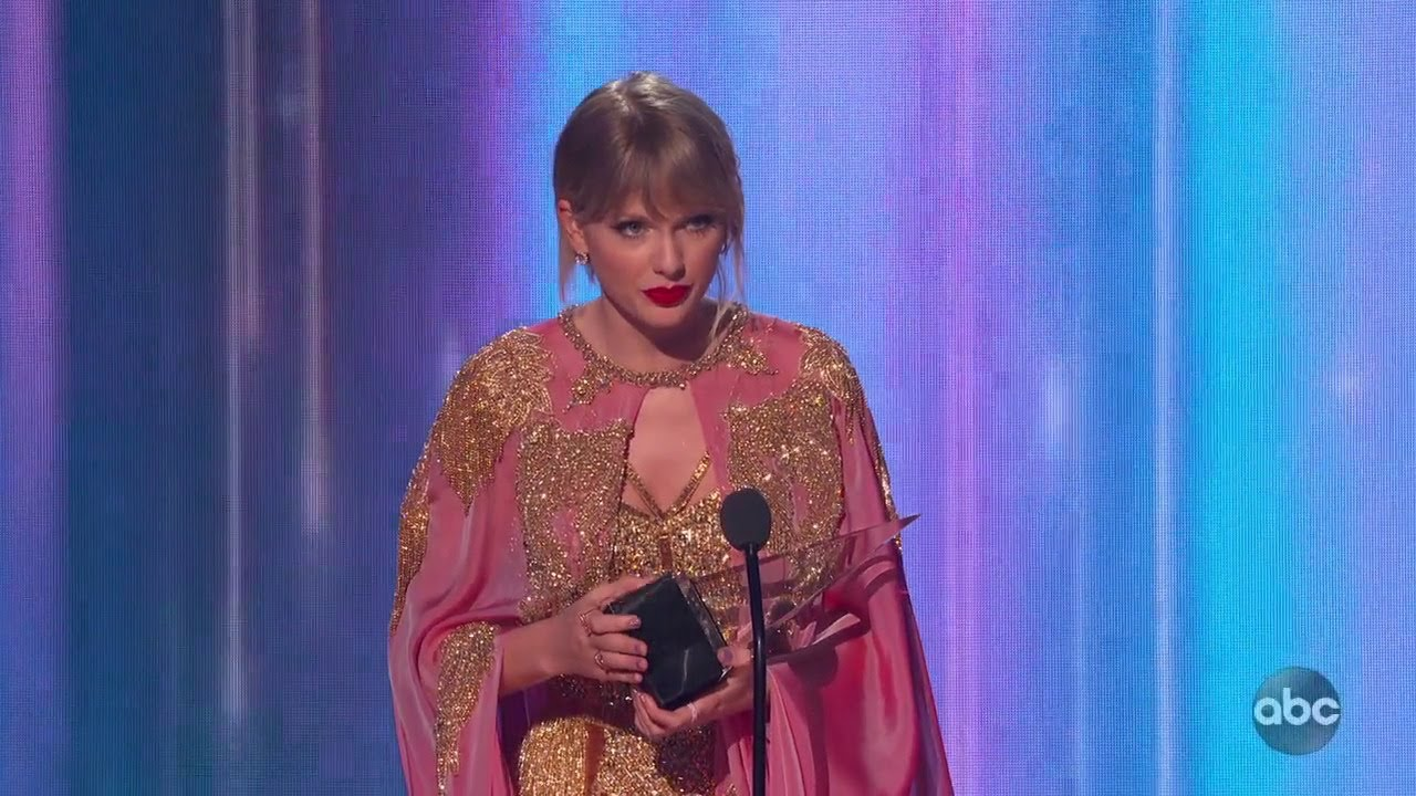 Taylor Swift Wins Artist of the Year at the 2019 AMAs - The American Music Awards