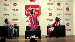 Amruta Subhash perform song from Ti Phulrani at Loksatta Viva Lounge