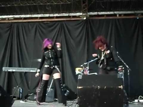 Animaid Winter 2012 - Karaoke: Judea - Exist Trace por Misaki y Sayu Blast