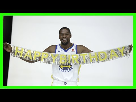 Breaking News | Kevin durant of course got a cupcake shoe birthday cake with cupcakes on it