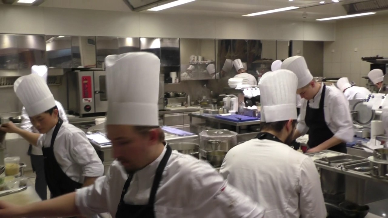 Busy Restaurant Kitchen the busy kitchen at michelin star restaurant steirereck - youtube