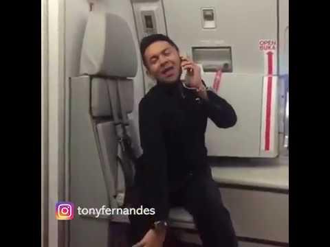Aksi Lucu Pramugara AirAsia