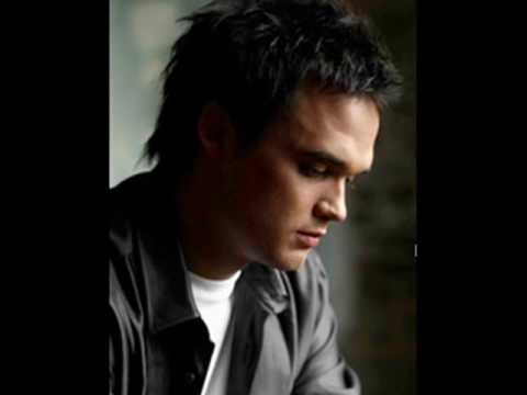 Walk on by -Gareth Gates(and pictures of g2)