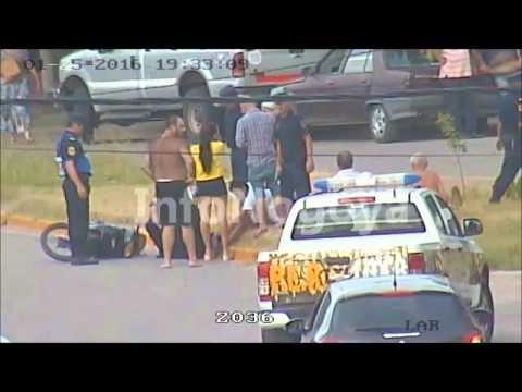 Acusan a un policía de simular un accidente para detener a un joven
