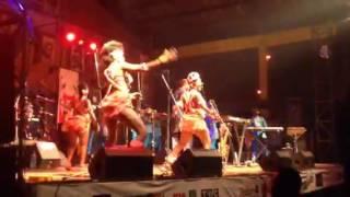 femi kuti singing yeni kuti dancing