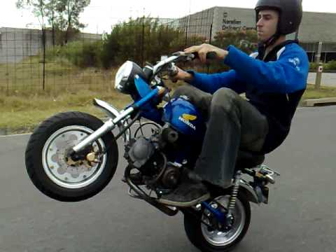 honda z50 monkey wheelie youtube. Black Bedroom Furniture Sets. Home Design Ideas