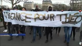 У Парижі підлітки заблокували 16 ліцеїв міста