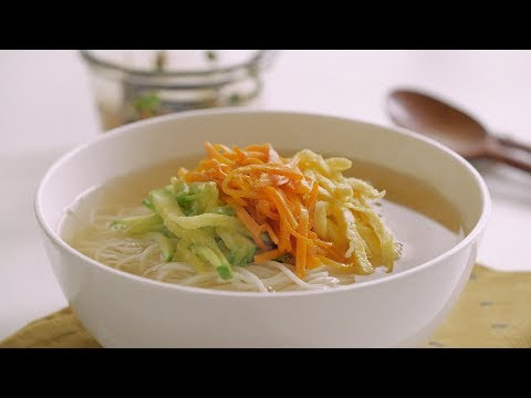 잔치국수 :  Janchi Guksu (Korean Noodle Soup)   Honeykki 꿀키