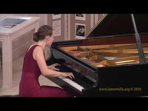 Oxana Shevchenko esegue J. Brahms - Sonata op. 5: - Allegro maestoso