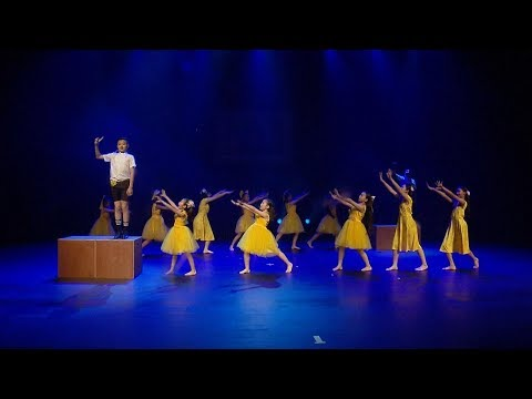 "Children perform stunning rendition of musical ""La La Land' in Shanghai"